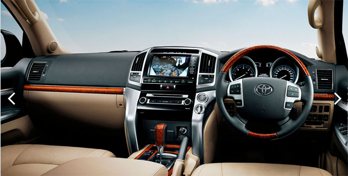 Luxury Interior of the Landcruiser 200 - Sahara